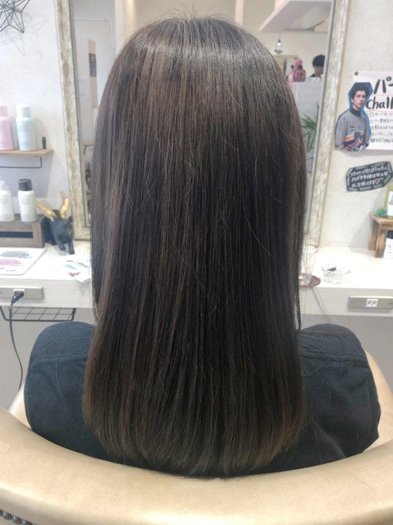 暗髪サラツヤヘア